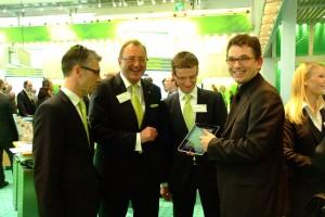 Hr. Rolf Schöller (Leiter des Geschäftsbereichs DATEV-Anwalt), Hr. Dr. Michael Seyd (Mitglied der Geschäftsleitung DATEV eG), Hr. Karlheinz Apel (Vertriebsleiter DATEV-Anwalt), und Dominik Bach (Vorstand e.Consult AG).